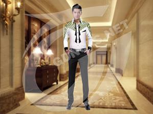 时尚衬衣服务员